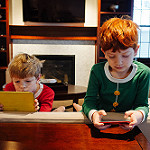 balancing screen time and family time